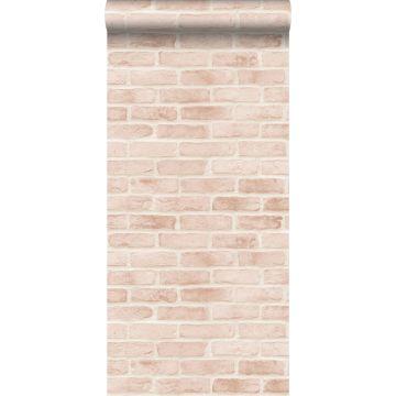 tapet murstensvæg lyst ferskenfarvet