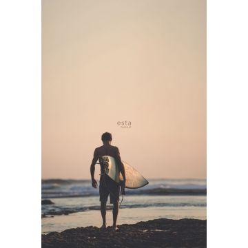 fototapet surfer med surfbræt aftenrødt, blåt og sort